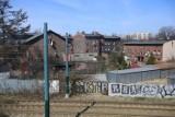 Co widać z okien pociągu w Katowicach? Zobacz miasto ruin i wstydu
