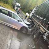 Wypadek w Sławkowie. Zderzenie trzech samochodów, dwie osoby ranne. Droga była zablokowana