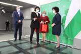 Minister Czarnek pogratulował uczniom i dyrektorom wspaniałego  zaangażowania w ogólnopolską akcję krwiodawstwa. Zobacz zdjęcia