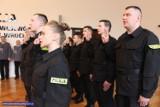 Pełni zapału i wiary w prawo - nowi policjanci złożyli ślubowanie [ZDJĘCIA]