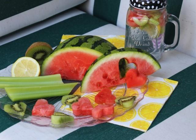 Dieta bogata w warzywa i owoce dostarcza organizmowi ok. 1 litra wody
