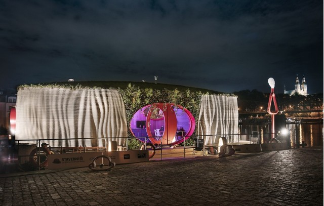 Pływający budynek (tzw. houseboat) wydrukowany w 3D z Czech.  Licencja