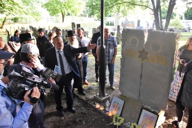 Ekshumowane w Kołaczycach szczątki zostały przywiezione na Cmentarz Żydowski w Tarnowie i złożone do przygotowanego grobu, obok którego ustawiono bogato zdobioną macewę
