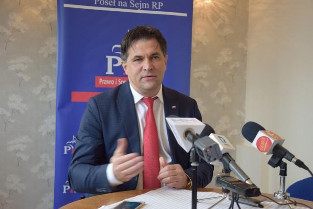 """Poseł P. Kaleta: """"Decyzje w sprawie więzienia zapadną w grudniu"""""""