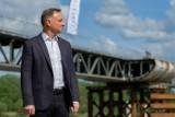 Prezydent Andrzej Duda odwiedził budowę mostu w Ostrowie. Nowa przeprawa na Dunajcu będzie przejezdna jeszcze w tym roku? [ZDJĘCIA]