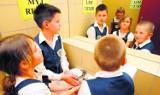 Szkolne wyprzedaże na Śląsku: Mundurek i strój na wf. Taniej nawet niż te markowe
