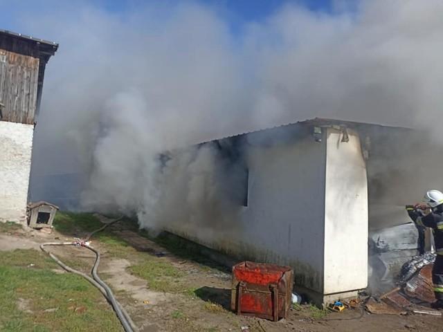 Do pożaru przydomowego garażu w Gilwie doszło we środę, 27 września 2021 r.