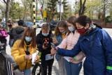 Pruszcz Gdański. Pierwsi gracze mobilnej gry miejskiej rozwiązywali zagadki i odkrywali tajemnice miasta  ZDJĘCIA