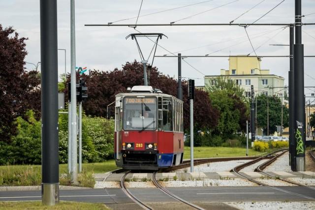 Bydgoszczanie skarżą się na ścisk w tramwajach linii nr 7. - To chyba jedyna linia w Bydgoszczy, na której jeżdżą prawie wyłącznie stare, krótkie składy - mówi pani Daria.