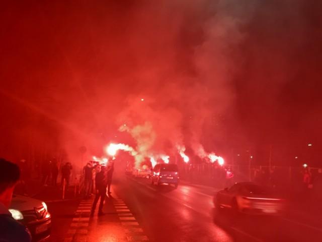 Tak kibice Wisły żegnali swoich piłkarzy wyjeżdżających na mecz na Cracovię