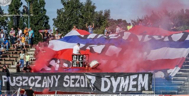 Kibice Wybrzeża Gdańsk na meczu w sezonie 2019. Kiedy nastąpi inauguracja sezonu 2020?