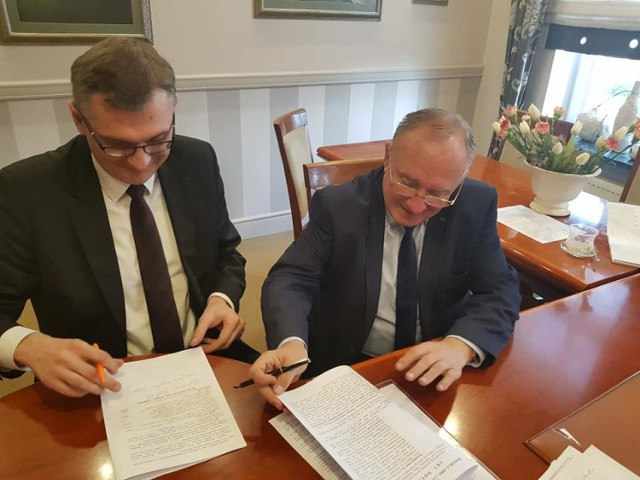 31 stycznia burmistrz Gubina Bartłomiej Bartczak podpisał akt notarialny z przedstawicielami Kostrzyńsko-Słubickiej Specjalnej Strefy Ekonomicznej, na mocy którego miasto zarobi ponad 1 mln zł.