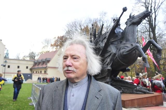 Choć Czesław Dźwigaj zrealizował najwięcej rzeźb papieża, ma w swoim portfolio także inne realizacje, tu z pomnikiem króla Jana III Sobieskiego