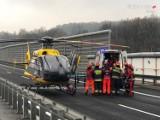 Wypadek na wiadukcie na S52 w Ogrodzonej. Uderzył w bariery ochronne, a potem został potrącony przez TIRA [ZDJĘCIA, WYPADEK]
