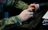 """Policja przestrzega: uwaga przed oszustwami """"na żołnierza"""""""