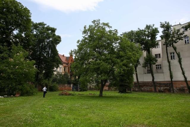 Na terenie ogrodu Zgromadzenia Księży Misjonarzy zaplanowano budowę hotelu (od strony ul. św. Sebastiana). Na inwestycję nie zgodziły się władze konserwatorskie.