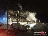 Pożar w Starym Wiśniczu, spłonął warsztat samochodowy i stolarski oraz część domu, straty to 700 tys. zł [ZDJĘCIA]