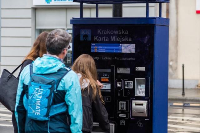 Rada miasta Krakowa podwyżkę cen biletów na komunikację miejską uchwaliła w połowie listopada. Czy ta wejdzie w życie, zależy od wojewody małopolskiego