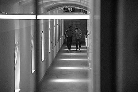 W więziennych korytarzach zapachniało świeżością.