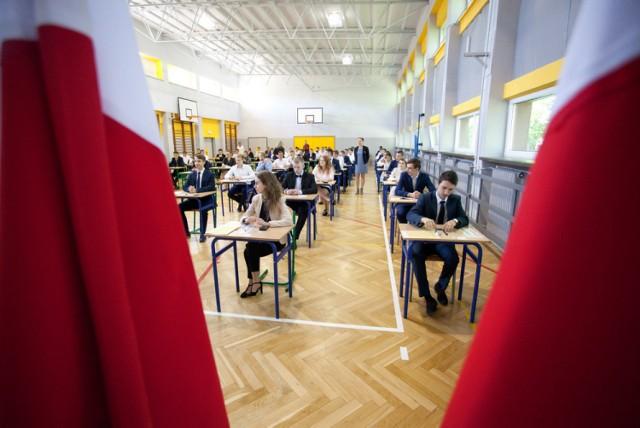 """Prawie 150 maturzystów brzeskiej """"Zielonki"""" zdawało matematykę"""