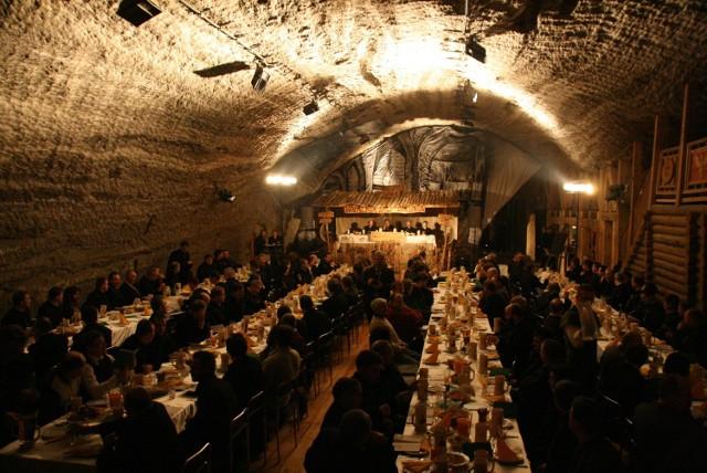 Biesiada barbórkowa organizowana pod ziemią w kopalni soli. Już w czwartek kolejna taka impreza, na której pojawi się kilkaset osób
