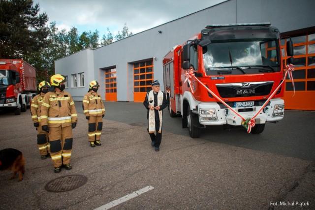 Z okazji dnia strażaka przed komendą PSP w Jastrzębiu odbył się uroczysty apel.