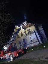 Strażacy walczyli z pożarem sadzy w kominie