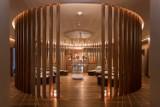 Tak wygląda jeden z najbardziej ekskluzywnych hoteli w Warszawie. Śpią tam polscy piłkarze [ZDJĘCIA]