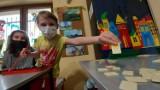 Zielona Góra. Klub Arka działa. Dzieci pieką ciasta, malują obrazy, odrabiają lekcje. W reżimie sanitarnym