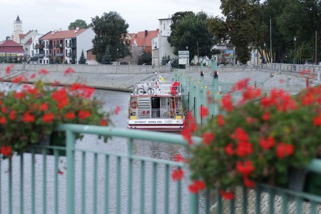 """Port nad Odrą w Nowej Soli. O każdej porze roku jest tutaj niezwykle klimatycznie. Kliknij w przycisk """"zobacz galerię"""" i przesuwaj zdjęcia w prawo - naciśnij strzałkę lub przycisk NASTĘPNE"""