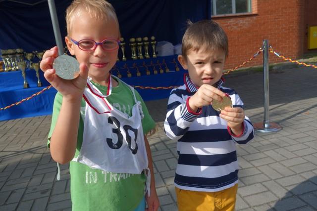Na dystansie 200m pobiegli i medale zdobyli: Marek Ślązok lat 5 i najmłodszy Maksiu Śliwa lat 3