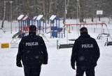 Starogard Gdański - Policjanci dbają o bezpieczeństwo dzieci podczas zimowych ferii