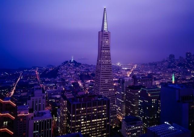 San Francisco (USA) zamyka pierwszą piątkę najdroższych miast świata. Przyjmie nas z otwartymi ramionami, jeśli mamy 9 tys. złotych na wynajem mieszkania o powierzchni 45 metrów kwadratowych. W porównaniu z pierwszą trójką, lunch zjemy tu tanio, bo za 61 złotych, a spalimy go na siłowni, jeśli kupimy karnet za 422 złote.