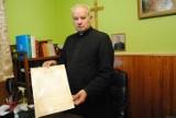 Kapsuła czasu we Włoszczowie na szczycie kościelnej wieży (ZDJĘCIA)