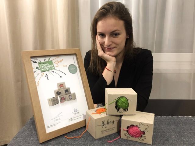 Marta Simon, studentka II roku wzornictwa studiów magisterskich Politechniki Bydgoskiej i jej nagrodzony projekt opakowań na włóczki wełniane.