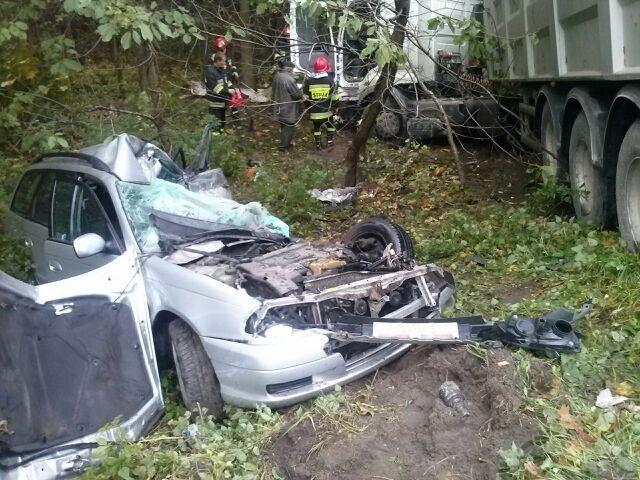 Już zakończyło się śledztwo w sprawie tragicznego wypadku w Krasnymstawie. W jego wyniku zginęły dwie osoby, trzecia z bardzo poważnymi obrażeniami trafiła do szpitala.
