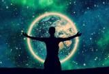 Znaki zodiaku, które powinny się zmienić: Koniec patrzenia w przeszłość! Jakie znaki zodiaku muszą przemyśleć swoje postępowanie?