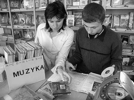 Eryk Schuman i jego muzyczna opiekunka Danuta Jeziorowska. Foto: MAGDALENA CHAŁUPKA