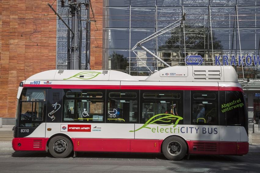 Kraków: autobusy elektryczne ładują baterie w centrum [ZDJĘCIA]
