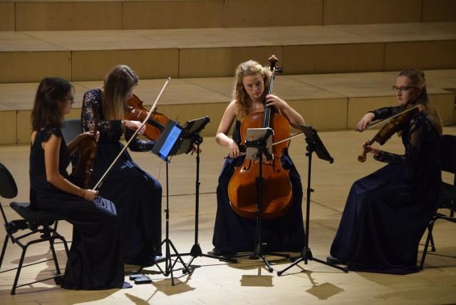 Wspaniały koncert kwartetu smyczkowego Al Pari w sali Filharmonii Kaliskiej ZDJĘCIA