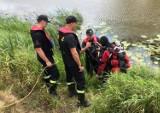 Na brzegu zostały ciuchy… Nurek z sonarem przeszukiwał dno zbiornika w Głobicach [ZDJĘCIA]