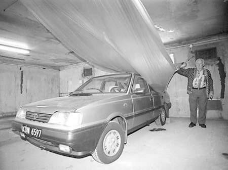 Tadeusz Szymański skarży się na systematycznie zalewany boks garażu.