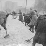 Zima nie odpuszcza. Tak wyglądała zima stulecia 1979 na archiwalnych zdjęciach