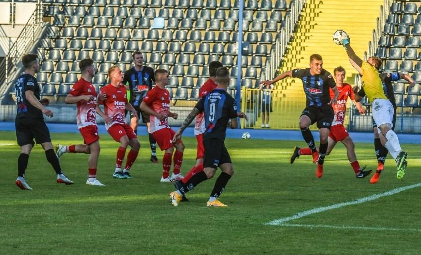W zaległym meczu grupy mistrzowskiej IV ligi Zawisza...