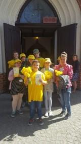 Pola Nadziei zakwitły w Pruszczu Gdańskim. Uczniowie-wolontariusze kwestowali na rzecz hospicjum [ZDJĘCIA]