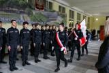 Uczniowie pierwszej klasy mundurowej VII LO w Szczecinie pasowani na elewów