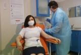 Szczepienia dla 40 -latków na koronawirusa. Rząd nagle uruchomił zapisy na szczepienia dla dla 40-latków. Są już wstrzymane! 1.04.0221
