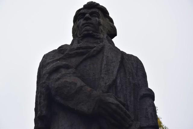 Możliwe, że pomnik Mickiewicza zmieni nieco lokalizację...