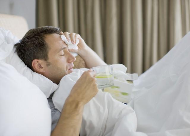 Grypa i przeziębienie to choroby wirusowe, na których zachorowanie jesteśmy narażeni w sezonie jesienno-zimowym.