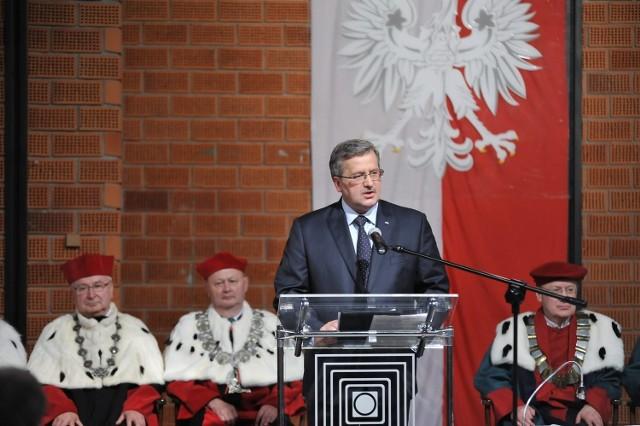 Prezydent Komorowski podczas wizyty w łódzkiej filmówce